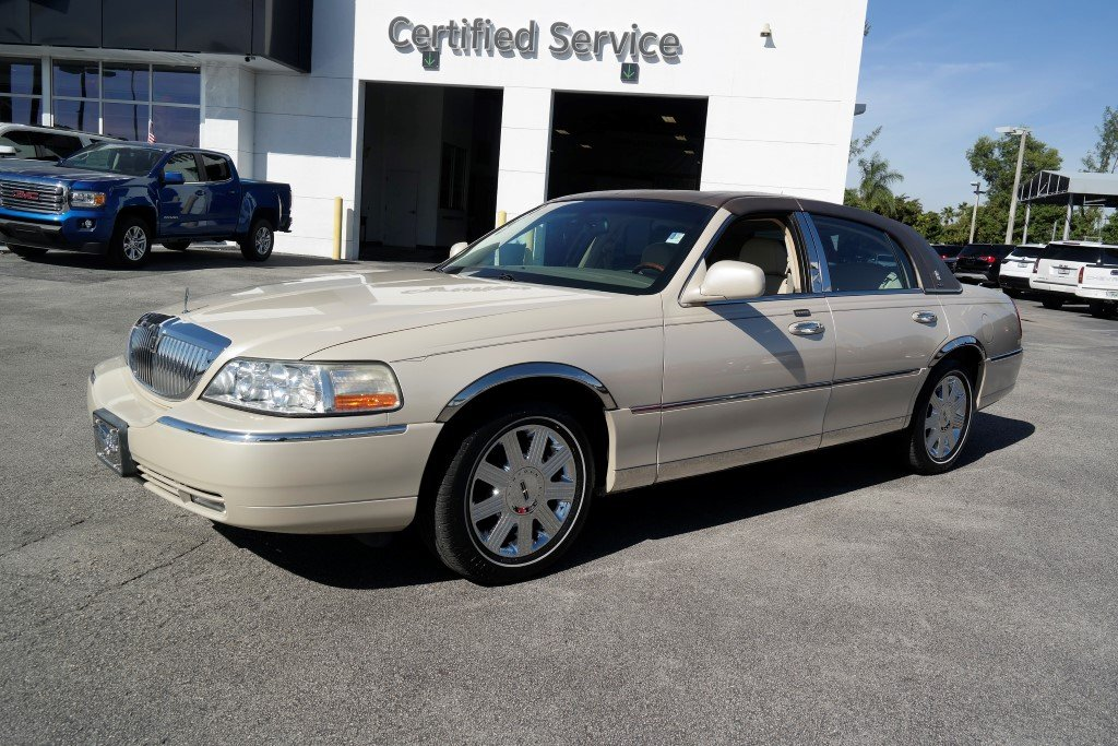 Pre Owned 2003 Lincoln Town Car Cartier Premium